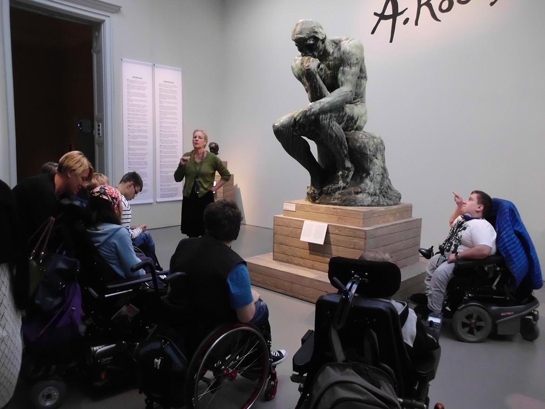 Berättelser i en låda - Visning av Rodin skulptur.